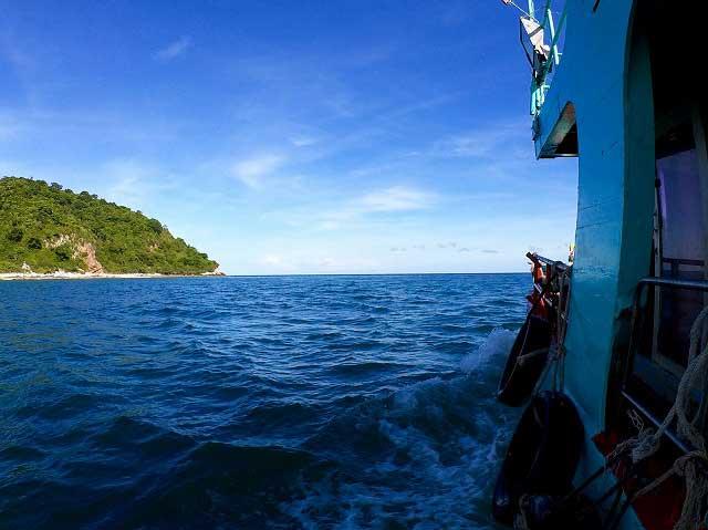 バンサレー 釣り船 つりつりタイランド 海