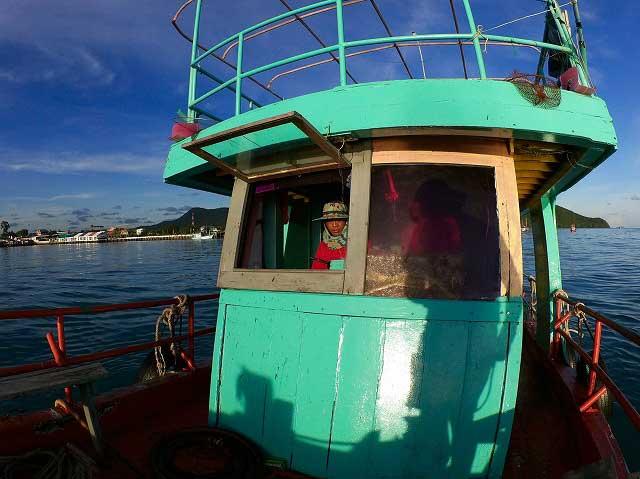バンサレー 釣り船 つりつりタイランド 船長