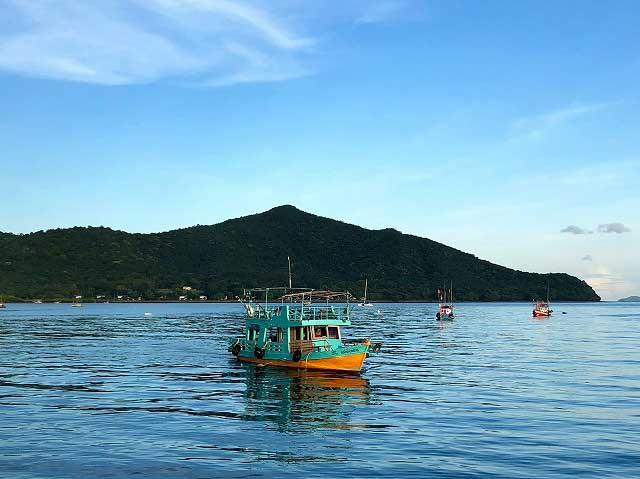 バンサレー 釣り船 つりつりタイランド
