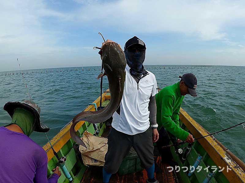 バンサイ沖 ナマズ 釣り