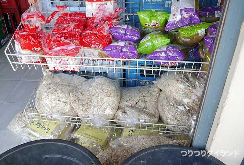 ブンマールアイのエサ パン類