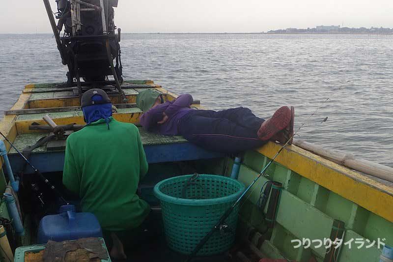 船で寝る船頭Jr