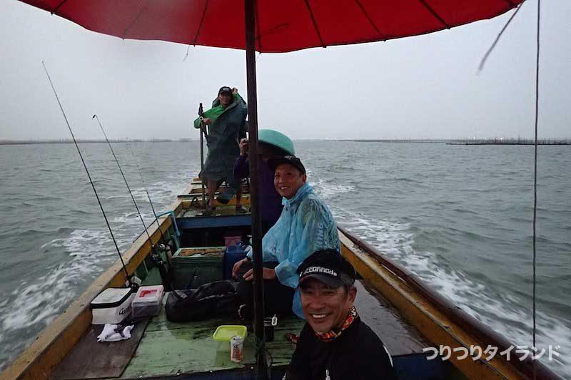 船の上のケンちゃんとタクちゃん