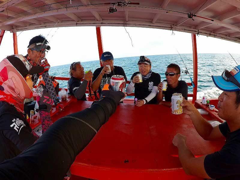 船上で乾杯