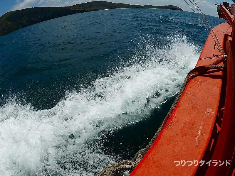 ウネリと風の波