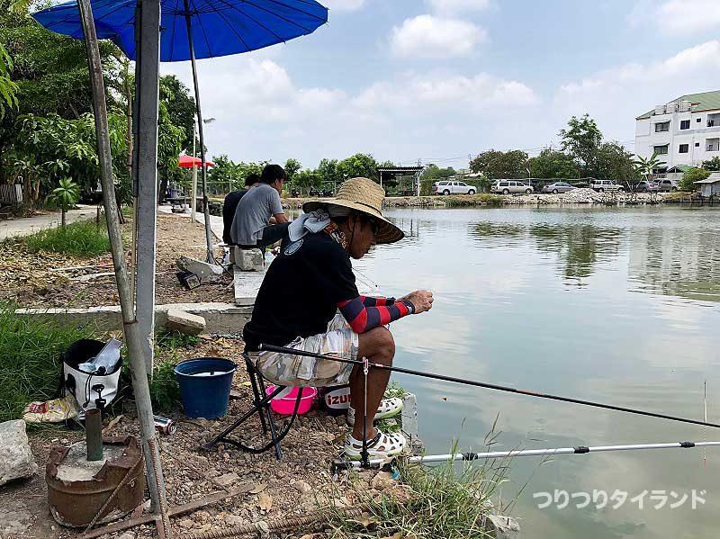 釣りの準備するケンちゃん