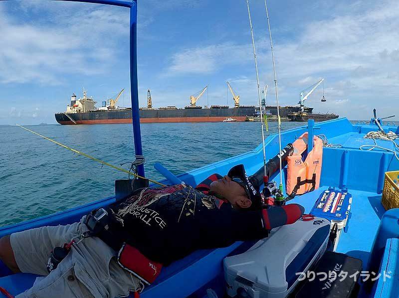 タンカーと寝てるケンちゃん