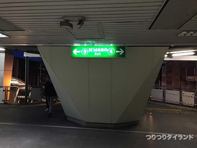 BTSウドムスック駅 エビ釣り堀側出口 出口3