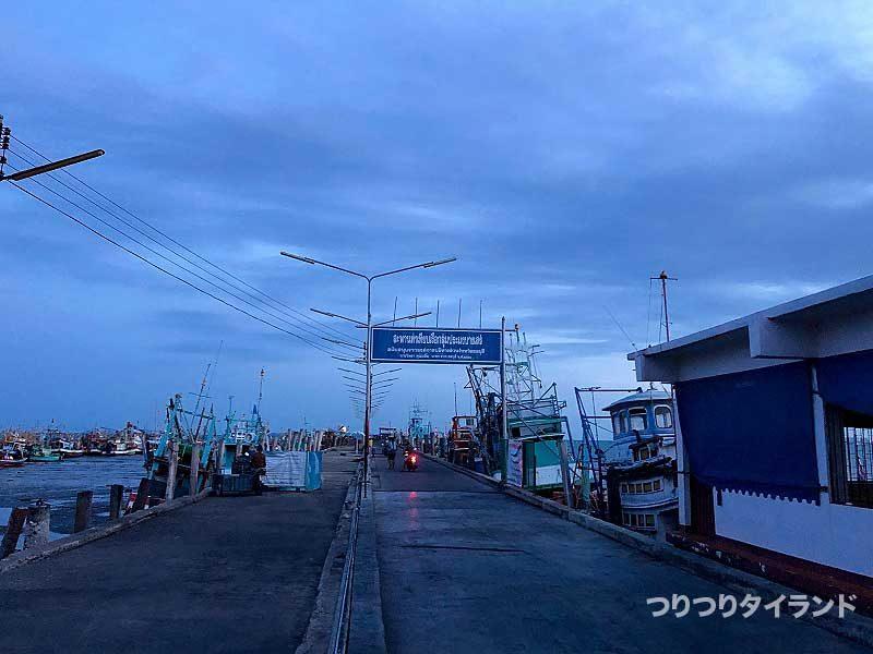 朝のバンサレー桟橋