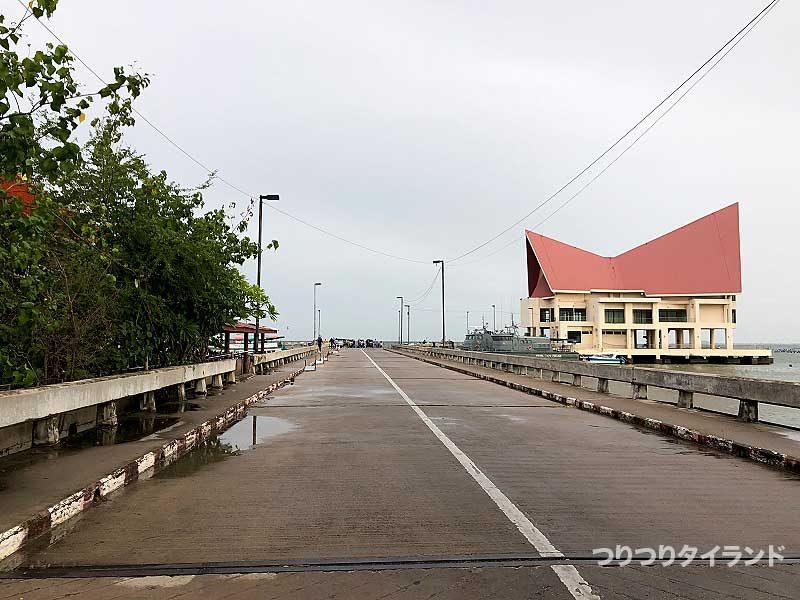 ロイ島 シーチャン島連絡船乗り場