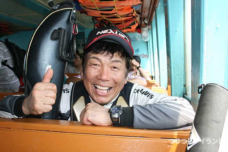シーチャン島の連絡船の大知昭