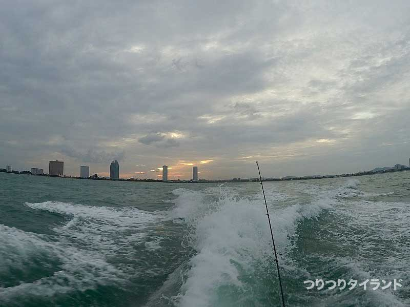 タイランド湾 モコリー船 走る