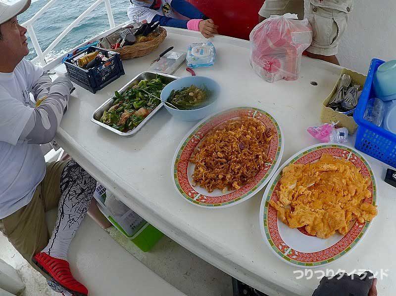 船釣りの朝食