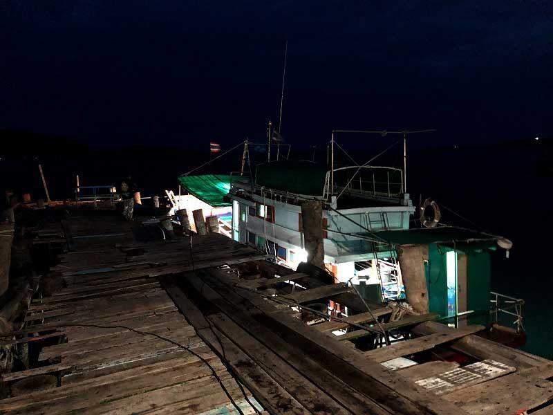 サンメサンの港で遊漁船