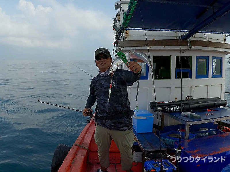 シーチャン島で太刀魚を釣ったつくちゃん