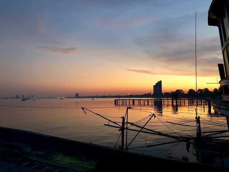 バンサレー港の朝焼け
