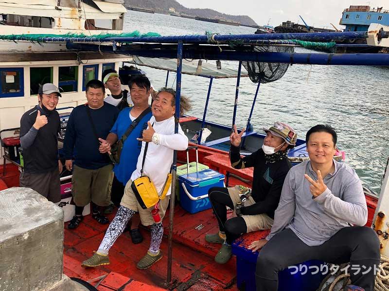 船上の釣り人