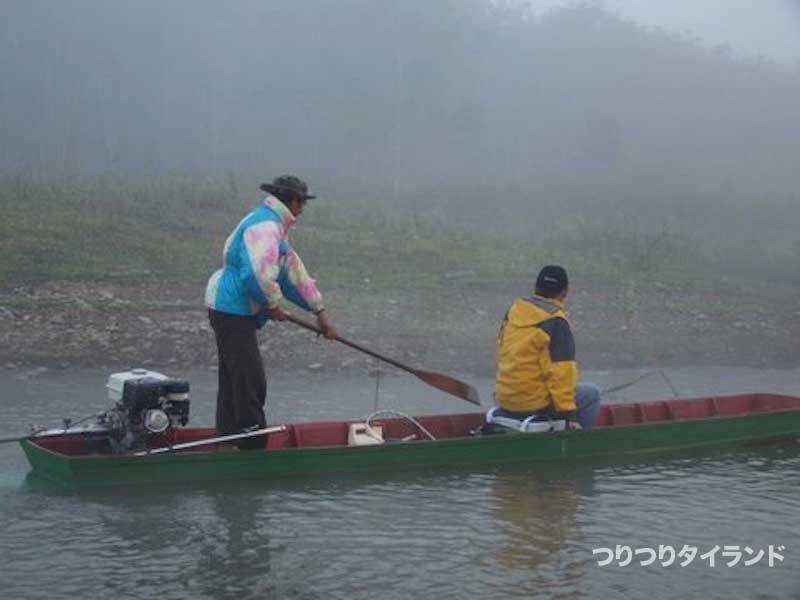 チャドー釣りの船