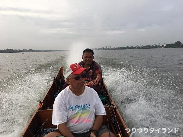 チャオプラヤ川 トン船長のボート