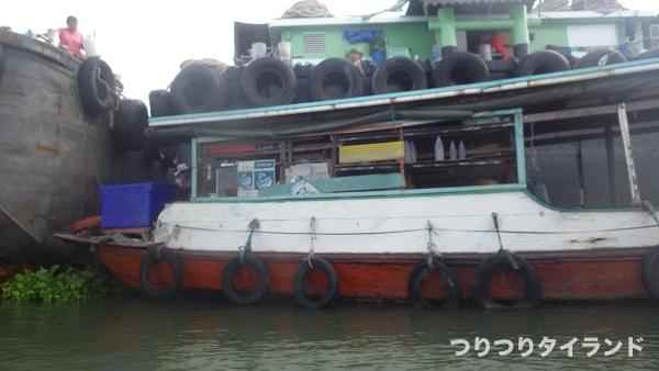チャオプラヤ川の船のお店