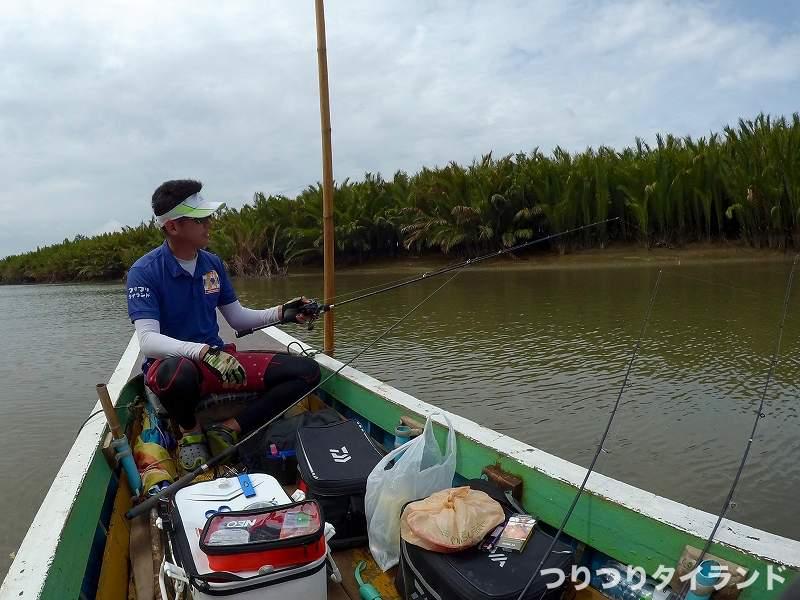 バンパコン川支流で釣るドツボさん