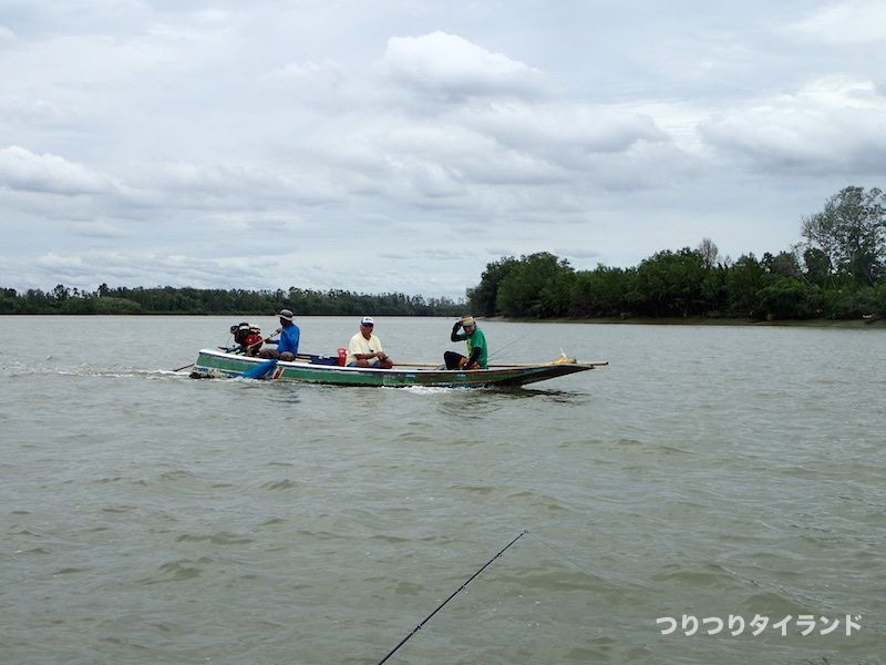 バンパコン川の船