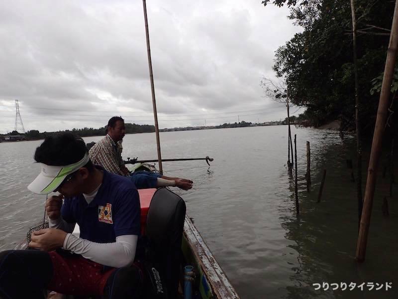 バンパコン川 エビ釣り 船
