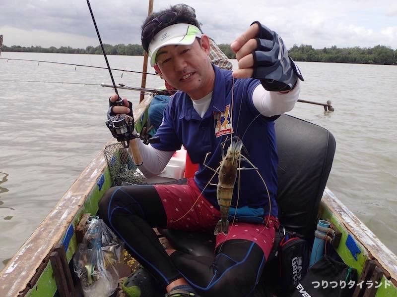 バンパコン川 釣ったオニテナガエビ