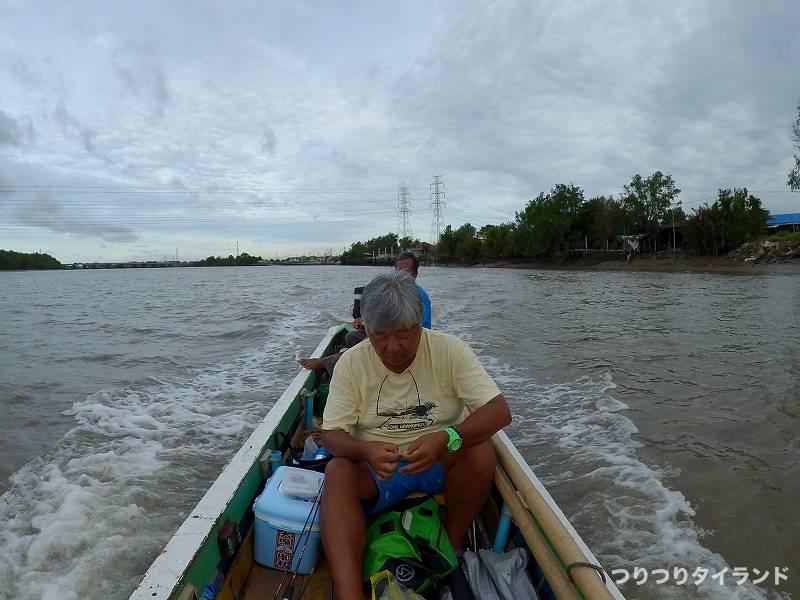 バンパコン川の釣り船