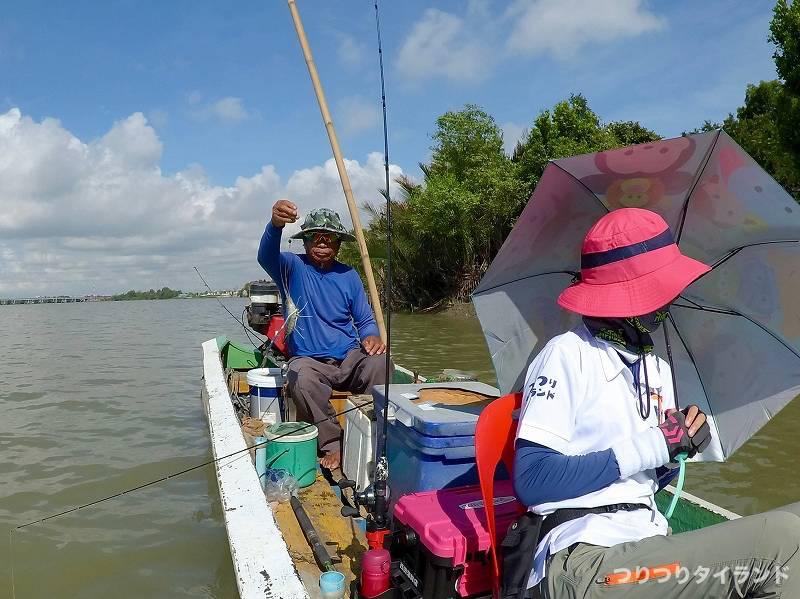 バンパコン川 エビ釣り 船頭