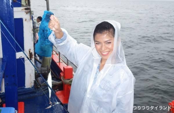 ワンチャイ船 釣りガール