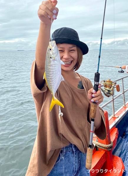 アジ釣った釣りガール2