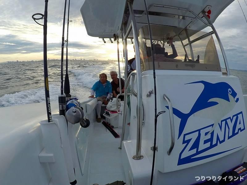 タイ ZENYA 船