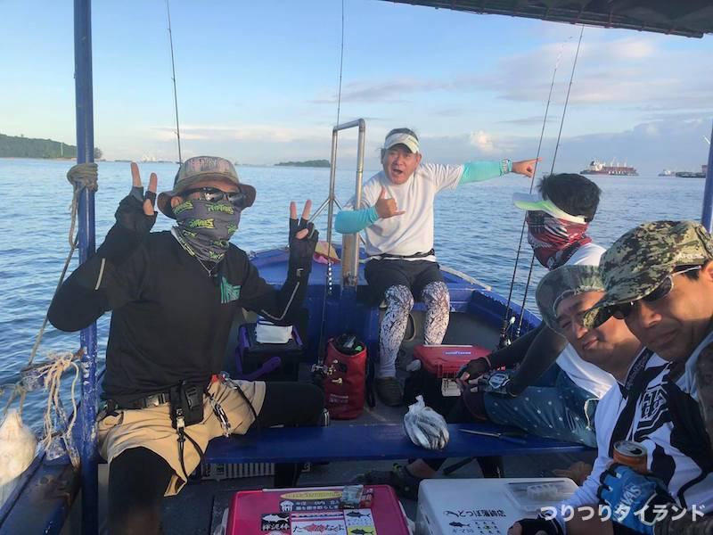 ワンチャイ船 船上 釣り人