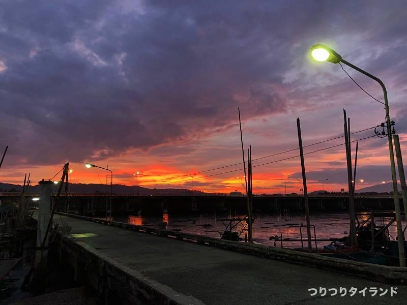バンサイ桟橋の朝