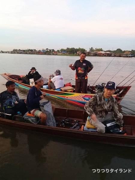 チャオプラヤ川 釣り船