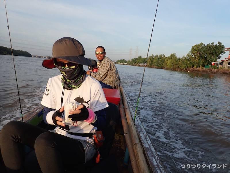 バンパコン川 船