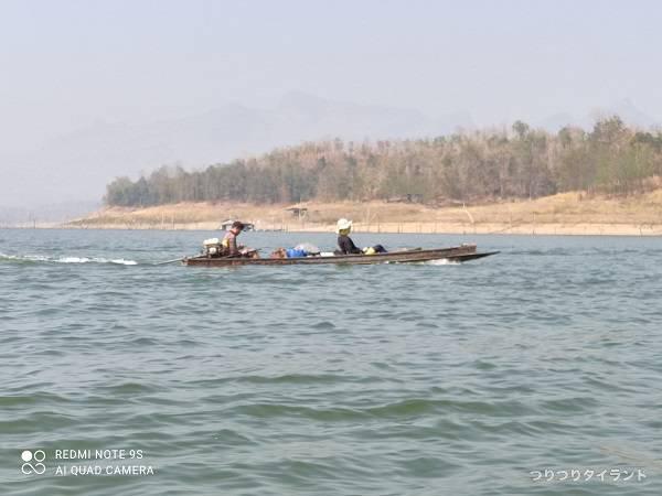 釣り船で移動2