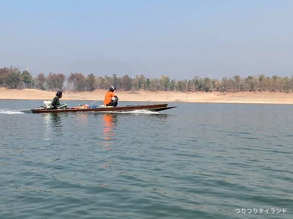 釣り船で移動1